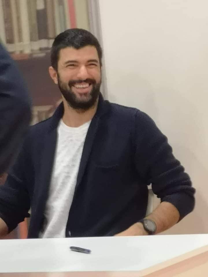 Les fans étrangers de l'acteur Engin Akyürek apprennent le Turc